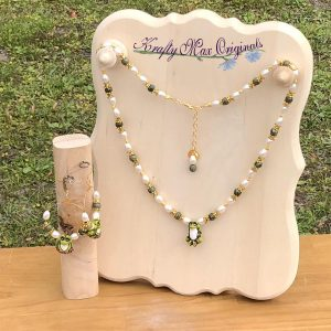 Pearl and Green Gemstone Frogs (from Grandmothers Stash) Necklace Set