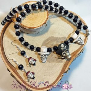 Pirate skull necklace set 1