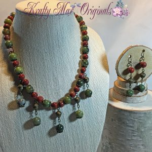 Deep Red and Green Gemstones with Metal Acorns – Necklace Set