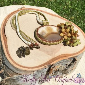 Green and Ivory Beadwoven Agate with Flowers 4