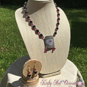 wherever-you-go-go-with-all-your-heart-pink-and-black-necklace-set-1