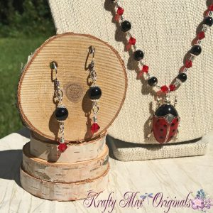 red-and-black-ladybug-necklace-set-3