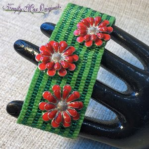 Christmas Beadwoven Metal Flower Button Bracelet