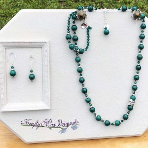 Beautiful Green Banded Stone and Swarovski Crystal with LOVE Band Necklace Bracelet and Earrings Set