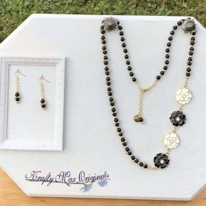 Black and White Metal Flower Necklace Set