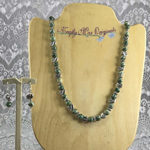 Green Gemstone and Silver Plated Snails Necklace Set