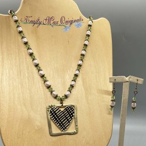 Green Swarovski Crystals and White Pearls with Pearls Necklace